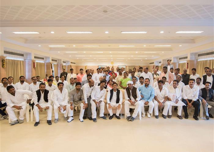 मुख्यमंत्री श्री अखिलेश यादव से ब्लाॅक प्रमुख संघ के सदस्यों नेे मुलाकात की