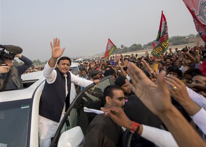 श्री अखिलेश यादव आगरा-लखनऊ एक्सप्रेस-वे के जरिए लखनऊ से सैफई, इटावा पहुंचे