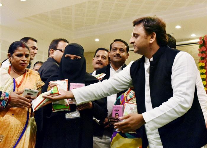 मुख्यमंत्री श्री अखिलेश यादव ने एनिमिया से सर्वाधिक प्रभावित 10 जनपदों में आयरन एवं आयोडीन युक्त डबल फोर्टीफाइड नमक के वितरण की शुरूआत की